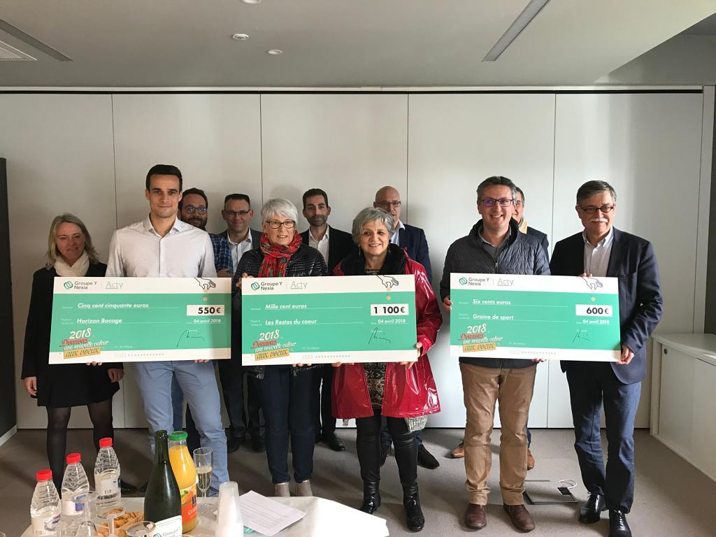 Remise de chèque à des associations solidaires